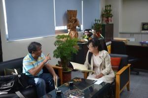 001.小米園網站工作室執行長賴約翰向屏東縣政府原民處處長伍麗華報告
