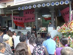 排灣族的家喪就是部落全體族人的事,這種美好的文化,勝過於面子與漢化的迷思。《攝影/賴約翰》